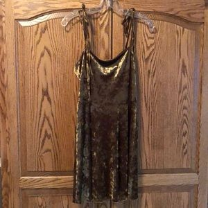 Velvet dress in a yellow gold color